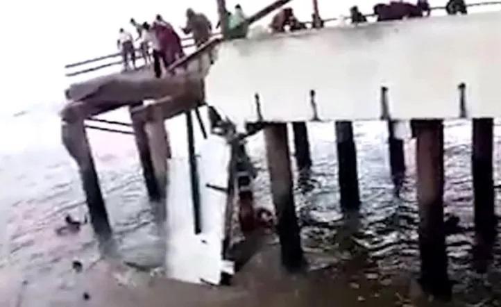 Tremendo, se derrumbó muelle en Mar del Ajo y tres pescadores cayeron al mar