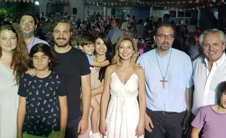 Sorpresa en Liniers, Alberto Fernández pasó la nochebuena en la Iglesia de San Cayetano
