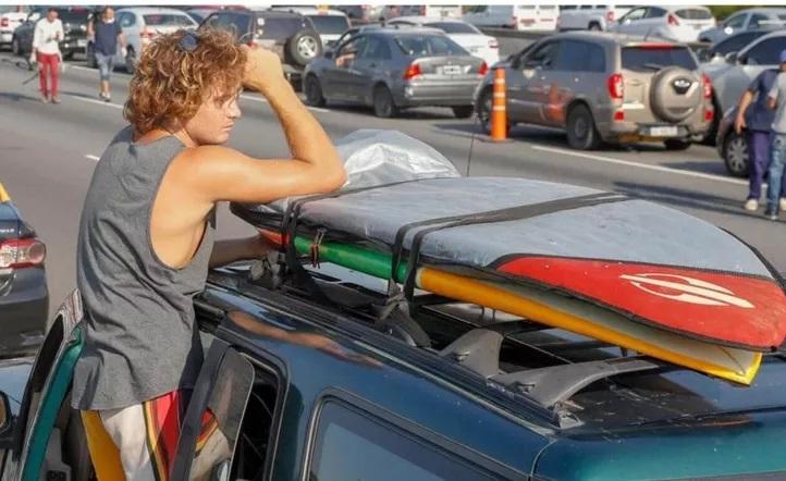 Embargaron por 500.000 pesos al surfer que violó la cuarentena