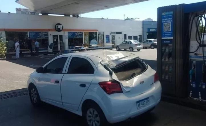 Se desrpendió la rueda de auxilió de un camión y mató a una mujer