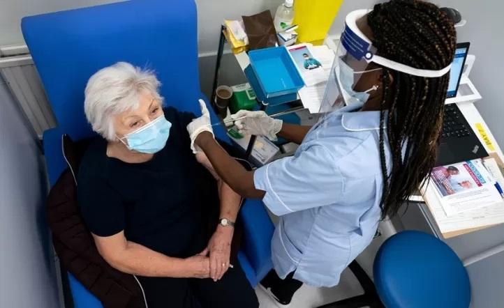 Personas vacunadas podrán ir a sus trabajos de forma presencial