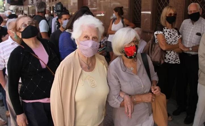 Campaña de vacunación, la Ciudad tuvo un miercoles más tranquilo e inmunzó a los adultos mayores
