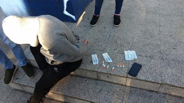 Insólito, detuvieron a un hombre que vendia vacunas de Sinopharm