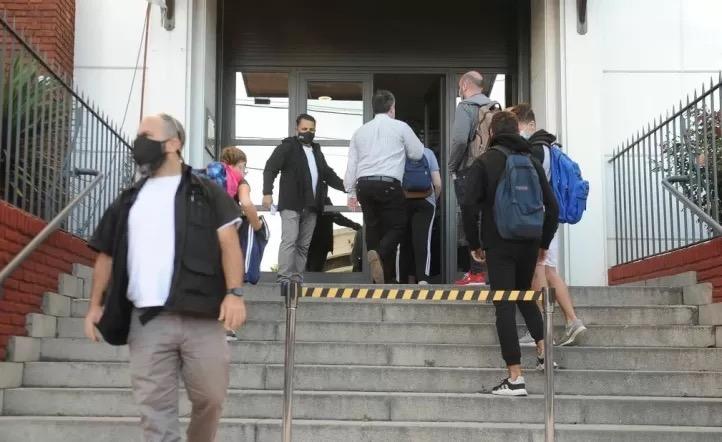 Se confirman más de 60 casos de COVID en el brote del colegio ORT